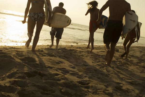 Cropper_surfing_150341978