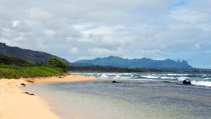 Wide_large_kauai_beach_resort_beach_area-1030x684