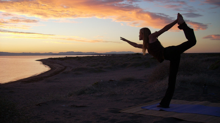 Wide_large_lisa_sunrise_yoga
