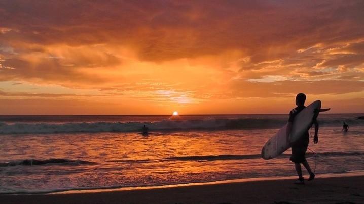 Wide_large_sunset_surf