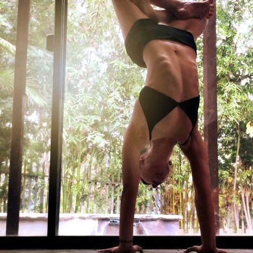 Largesquare_lotus_handstand